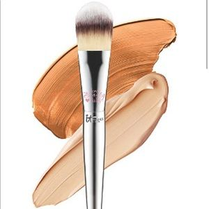 it Flawless Foundation Brush